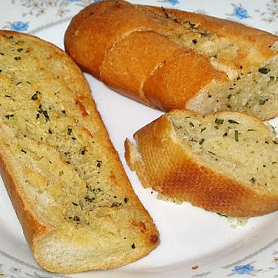 Bagetové variácie – chrumkavá kôrka, ochuteným maslom presiaknuté vnútro