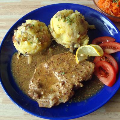 Recept od Janky R.: Bravčové plátky so zemiakmi a šalátom