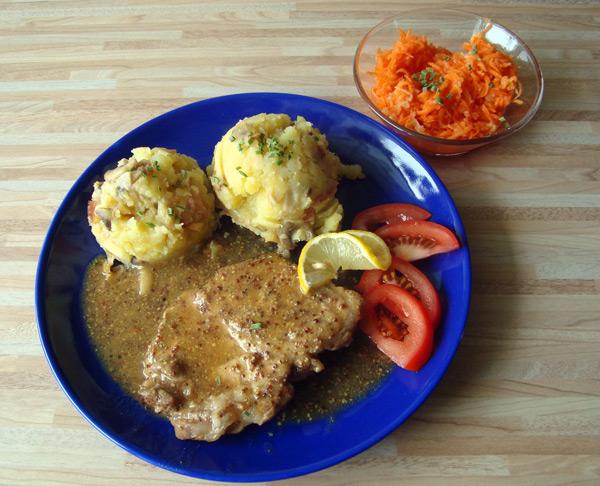 Bravčové plátky so zemiakmi a šalátom