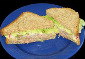 Tuniakový sendvič