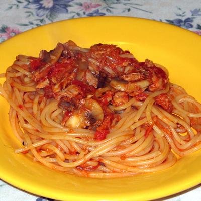 Varíme Spaghetti al tonno e funghi s Googlom