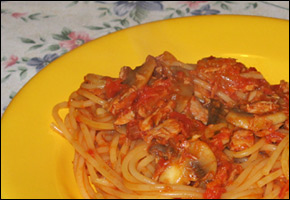 Spaghetti al tonno e funghi