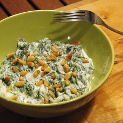 Špenát v cesnakovom jogurte