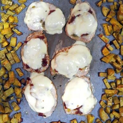 Zapekané karé so sušenými paradajkami, mozzarellou a sladkými zemiakmi
