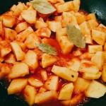 Pridám paradajky, zemiaky, bobkový list