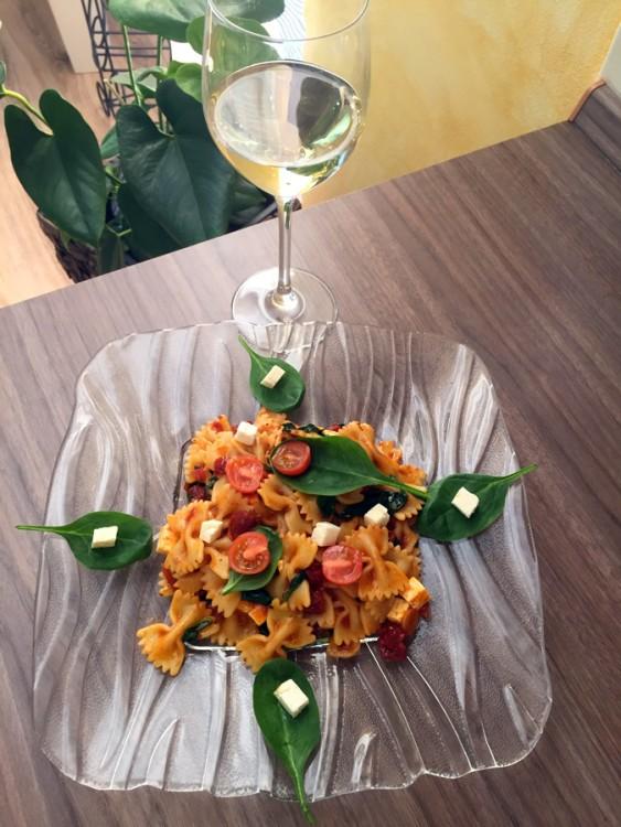 Paradajkovo špenátový farfalle s feta syrom